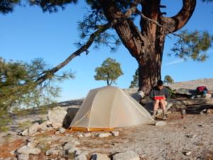 ヨセミテ国立公園のエルキャピタン頂上でキャンプ