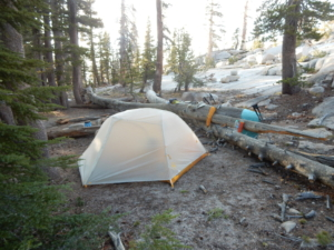 ヨセミテ国立公園サンライズレークでキャンプ