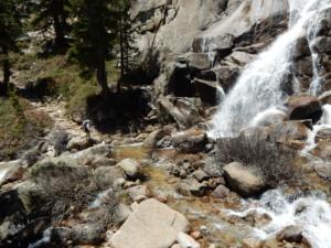 JMT ポケットメドウ手前の滝
