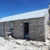 マウントホイットニー頂上の避難小屋